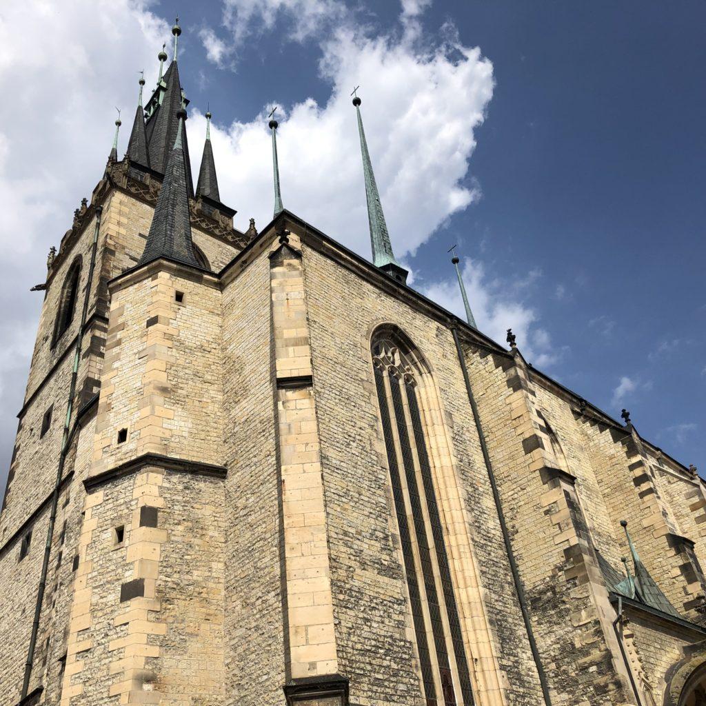 Louny a kostel svatého Mikuláše, kamenný kostel s věží