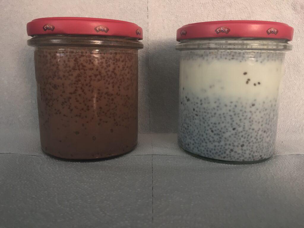 Chia pudink před zhoustnutím, kakaová a obyčejná verze