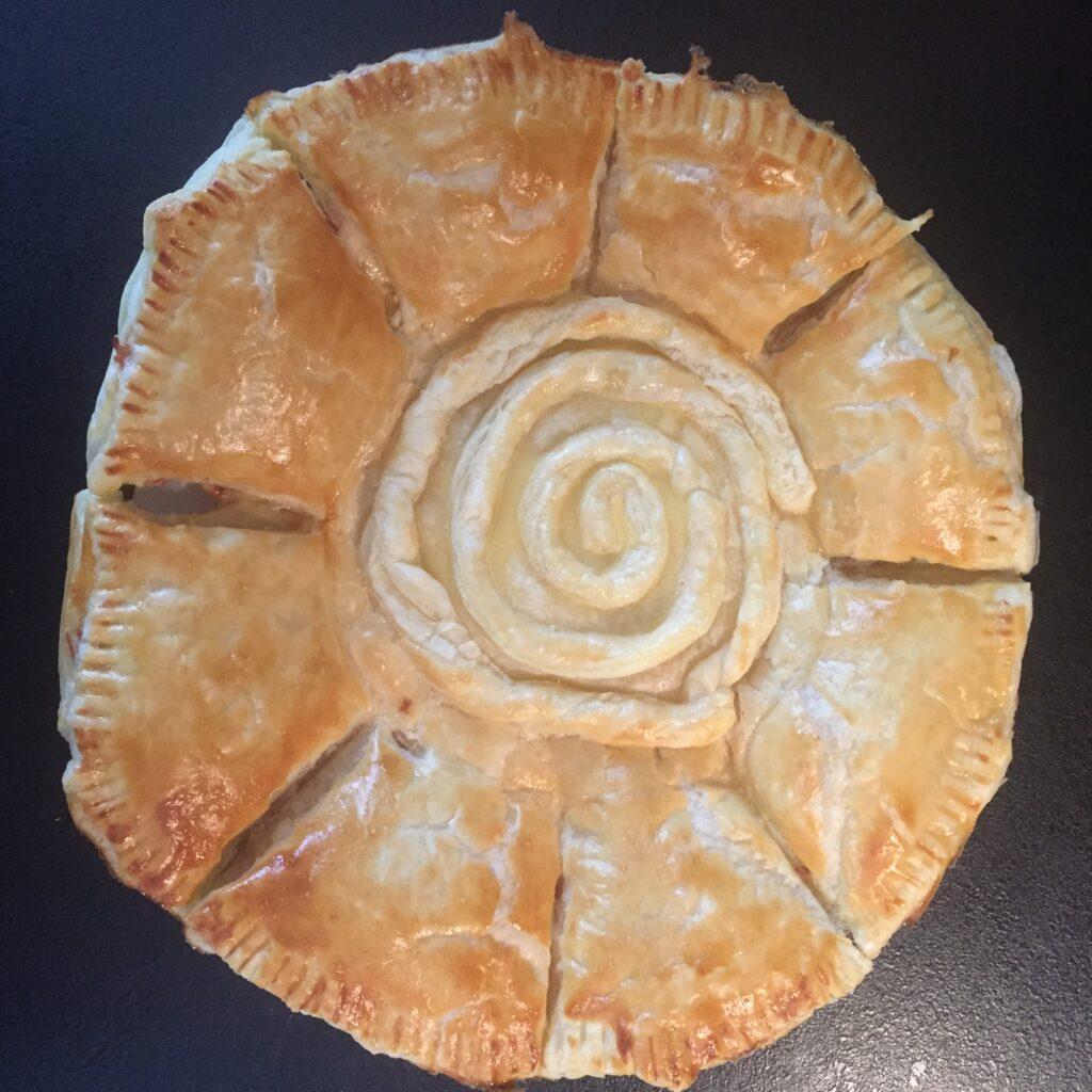 Zimní slunovrat jsme slavily i upečením slunečního chlebu se znakem spirály